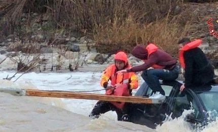 Maltempo, salvataggio di tre ragazzi dal fiume in piena