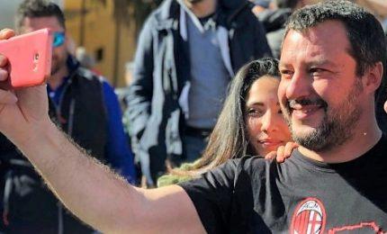 Nuovo trend sui social: selfie di contestazione a Salvini