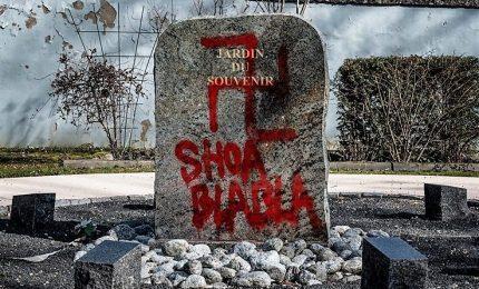 Nuove scritte antisemite sui muri di Parigi