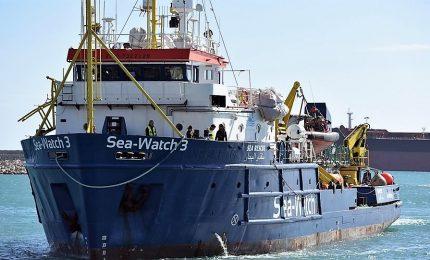 """SeaWatch soccorre 65 migranti. Salvini non si fa attendere: """"Diffidata Ong, i nostri porti rimangono chiusi"""""""