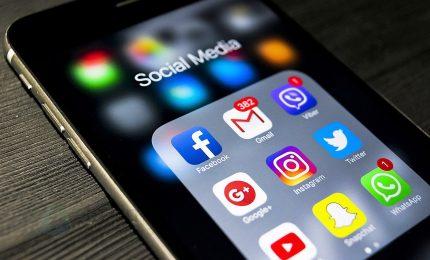 Italiani sempre più attivi sui social: li usano in 35 milioni