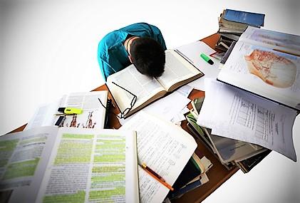 Studiare a lungo conviene, +14% guadagni per ogni anno studi