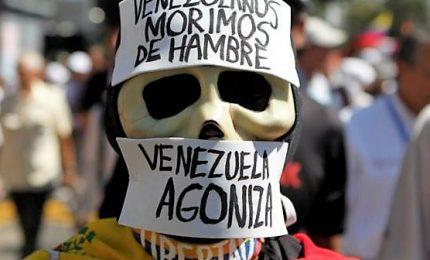 Guaidò sfida Maduro su aiuti umanitari: 300 mila venezuelani rischiano la morte