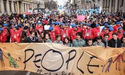 """A Milano la grande marcia contro il razzismo """"People"""""""