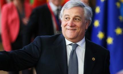 Tensione all'Europarlamento, Tajani si scusa su Mussolini