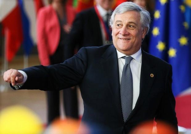 Tensione all'Europarlamento Tajani si scusa su Mussolini