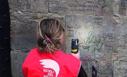 Firenze, monumenti puliti grazie al laser che cancella le scritte