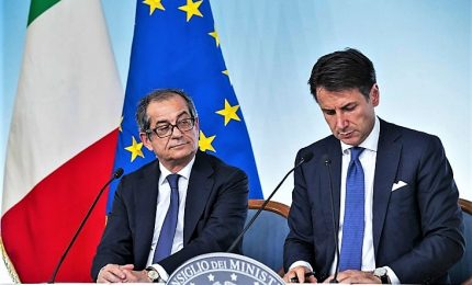 """Ora litigano Tria e Conte. Ministro: l'Italia è ferma, chi attacca banche mina il Paese. Premier: """"Conserviamoci tutti lucidi"""""""