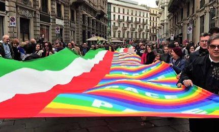 """I momenti clou della marcia antirazzismo """"People"""" a Milano"""
