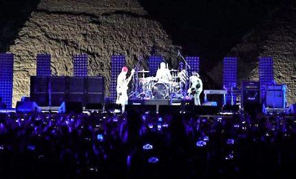 Il rock travolgente dei Red Hot Chili Peppers alle Piramidi