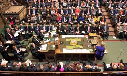 Brexit, terza sconfitta consecutiva per May. No-deal sempre più vicino. Usa: pronti a un accordo con i britannici