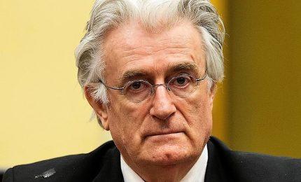 Radovan Karadzic condannato all'ergastolo, le Madri Srebrenica si abbracciano.