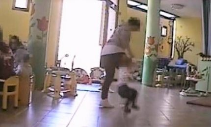 Schiaffi e spinte ai bambini, arrestata maestra d'asilo a Pavia