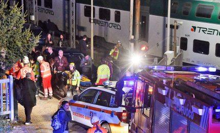 Scontro frontale tra treni nel Comasco, sei feriti