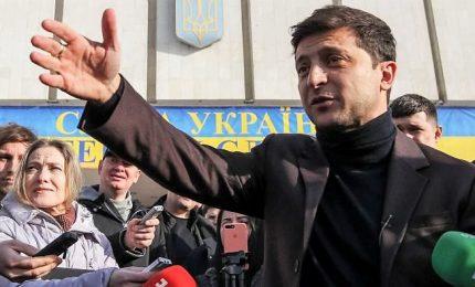 Ucraina, primo turno a Zelensky. Il comico sfiderà l'uscente al ballottaggio. Ma la Tymoshenko contesta risultati