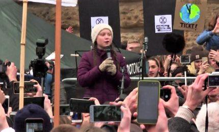 L'attivista Greta agli studenti ad Amburgo: restiamo arrabbiati