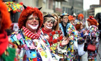 Al via il coloratissimo Carnevale di Colonia