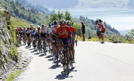 Giro, Carapaz mantiene maglia rosa. Nibali resta secondo
