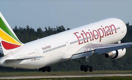 """Precipita aereo con 157 persone a bordo, tutti morti. Le """"condoglianze"""" del premier etiopico"""