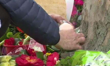 Fiori e preghiere il giorno dopo la sparatoria a Utrecht