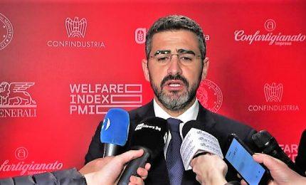 Il ministro Fraccaro: tuteliamo le donne, no all'oscurantistismo