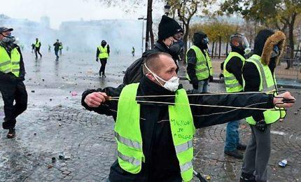 A Nantes tornano i gilet gialli, scontri e 18 arresti