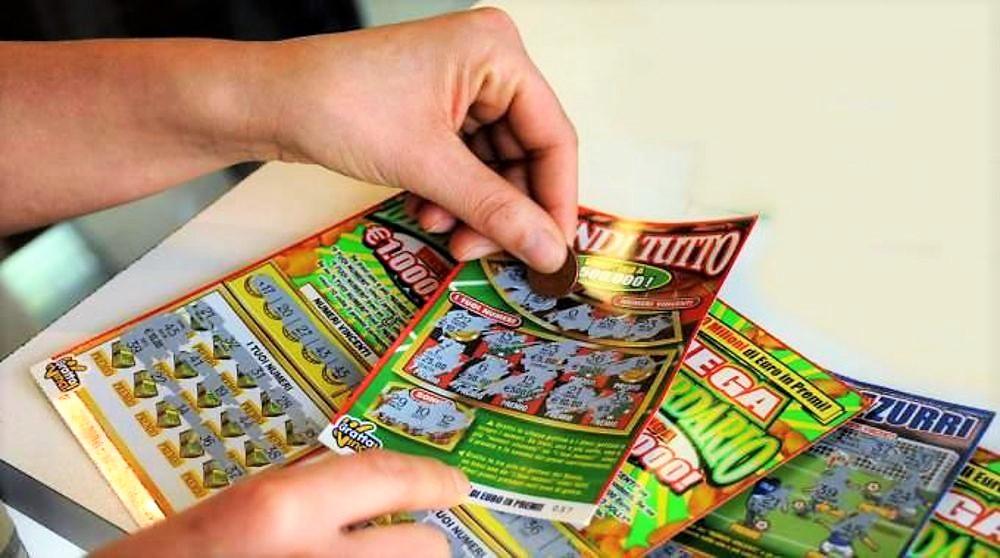Stop giochi, addio reddito di cittadinanza se si vincono 6.000 euro