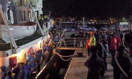 Sequestrata la Mare Jonio, i migranti sbarcano. Salvini: la nave fa traffico di esseri umani