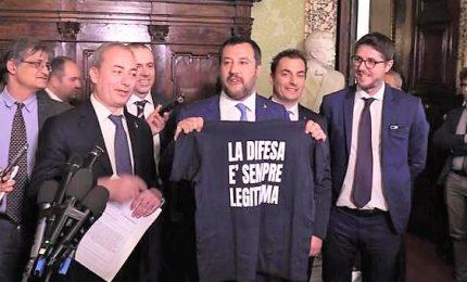 """""""Legittima difesa"""" è legge. Salvini: """"Sancito sacrosanto diritto"""". Anm: """"Non tutelerà i cittadini"""". Berlusconi: """"Lo miglioreremo"""""""