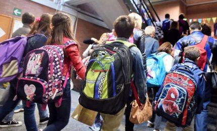 """Azzolina rassicura gli studenti: """"Anno salvo"""". A scuola a settembre"""