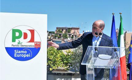 """Zingaretti presenta simbolo Pd: """"Possibile vincere"""""""