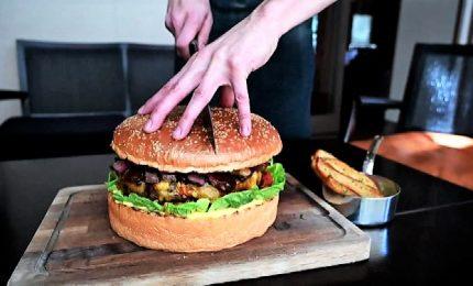 Giappone, Golden Giant Burger da 800 euro per il nuovo imperatore