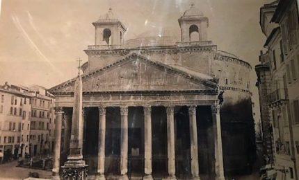 """Al Museo di Roma la foto del """"Pantheon con le orecchie"""""""