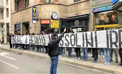 """""""Onore a Mussolini"""", striscione vicino piazzale Loreto. Si indaga per """"manifestazione fascista"""". Lazio: """"Non risponde a nostri valori"""""""