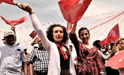 Partito Erdogan perde Ankara dopo 25 anni. In bilico anche Istanbul