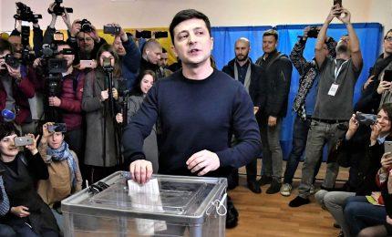 """Il comico Zelensky eletto presidente dell'Ucraina: """"Non vi deluderò"""""""
