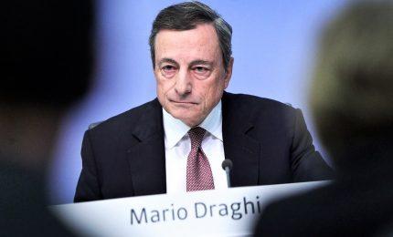 """L'ultima audizione di Draghi a Bruxelles: l'eurozona perde slancio, vanno """"rivisitate"""" regole conti"""