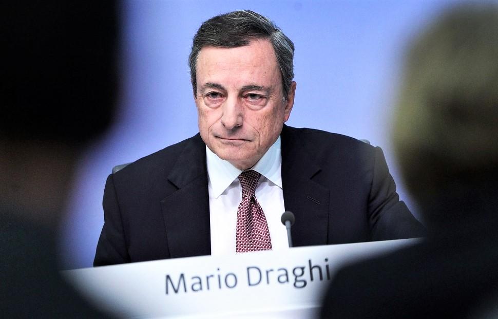 Draghi taglia tassi e riavvia Qe. E Trump torna ad attaccare la Federal Reserve