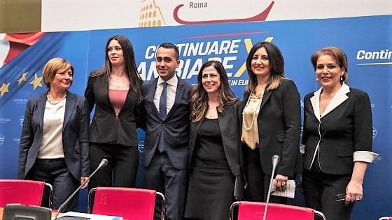 """Pure i 5 stelle hanno le loro """"veline"""", Di Maio come Renzi: 5 donne capolista alle Europee"""