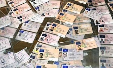 """""""Seimila euro e entri in Italia con documenti falsi"""", 1 arresto e 4 indagati"""