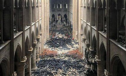 Notre Dame, Procura esclude atto doloso. Macron promette la ricostruzione in cinque anni. Ecco cosa s'è salvato