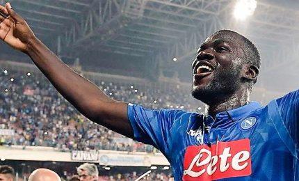 Napoli rinvia festa Juventus, il Chievo in B