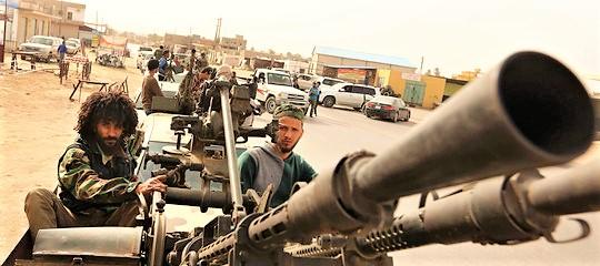 Fallita mediazione Guterres, battaglia alle porte di Tripoli. Esplosioni e scontri all'aeroporto