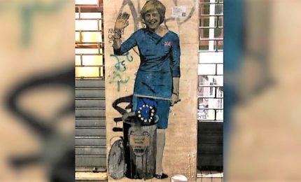 """Tvboy torna a """"colpire"""", non solo Brexit ma anche 2 graffiti su legittima difesa e D&G"""