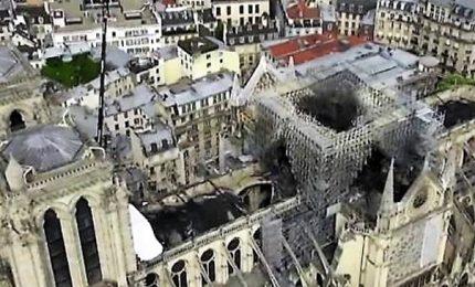 Notre-Dame, la cattedrale 'scoperchiata': immagini dal drone