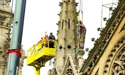 Pioggia su Parigi: messe in sicurezza alcune statue di Notre Dame