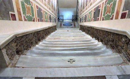 I 28 gradini della Scala Santa tornano al marmo originale
