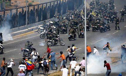 Guaido' invoca rivolta militare, Venezuela nel caos. Lopez entrato in ambasciata Cile