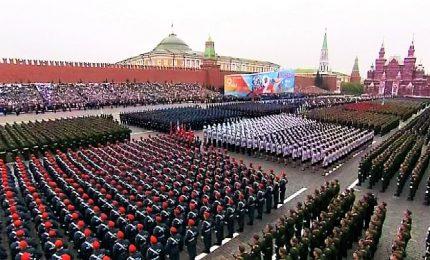 Mosca, spettacolare parata militare per la vittoria sui nazisti