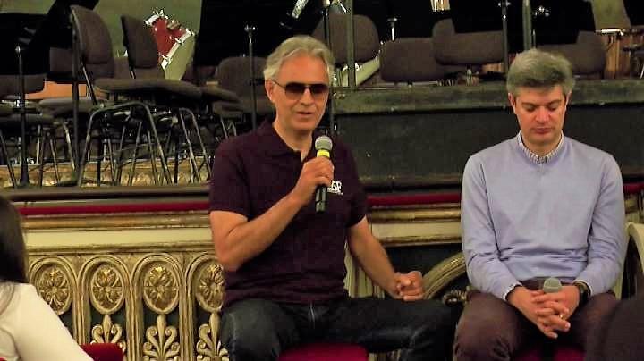 """Bocelli agli studenti a Napoli: """"Impegnatevi a produrre bellezza"""""""
